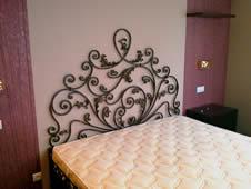 Кованая мебель для спальни. Кованые кровати.