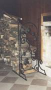 Кованая решетка дровница.