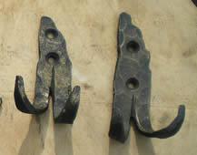 Кованые крючки для одежды.