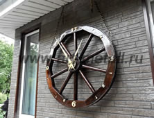 Часы из колеса от телеги