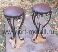 Кованые барные стулья.