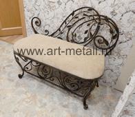 Мебель для прихожей. Банкетка с растительным орнаментом.