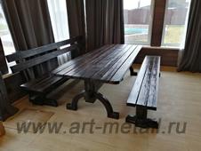 Мебель из состаренной сосны с коваными элементами.