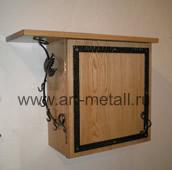 Декоративная накладка на электрощит, полка для головных уборов и крючки для ключей.