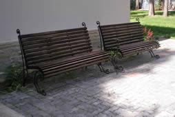 Кованая садовая скамейка.