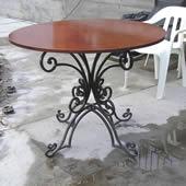 Кованый уличный стол.
