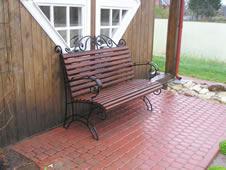 Кованая скамейка.