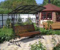 Кованые садовые качели.
