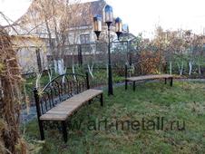 Кованая скамейка полукруглой формы