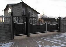 Кованые откатные ворота.
