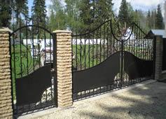 Кованые ворота, калитка.