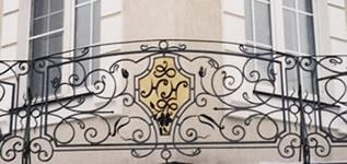 Кованый балкон. Вензель.