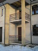Кованый балкон.
