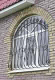 Кованые решетки на арочное окно.