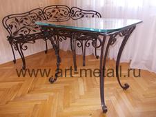 Кованый угловой диванчик , стол. Растительный орнамент.