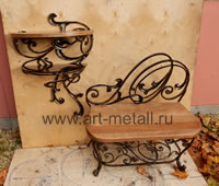 Wrought iron table, chair. Metall, wood.